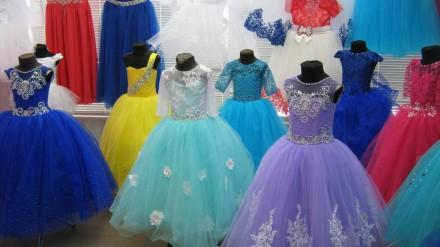 Платья бальные,на утренник,выпускной платье,нарядные платья.Перчатки,вуалетки.. Ровно. фото 1