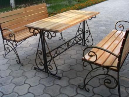 Кованый стол и скамейки. Кролевец. фото 1