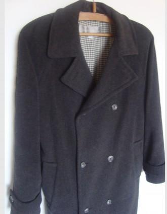 продам теплое пальто теплая натуральная ткань (100% wool)  внутри теплая, груб. Ровно, Ровненская область. фото 2
