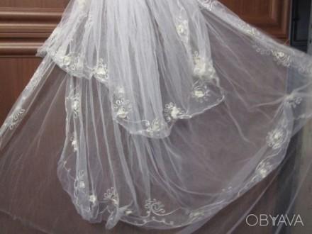 Продам свадебную фату Фата в хорошем состоянии. Очень красивая. Одевалась один р. Чернигов, Черниговская область. фото 2