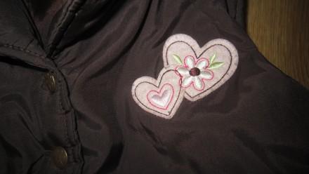 Красивая жилетка на возраст 5-7 лет, теплая на синтепоне, верх - мягкая балонья . Днепр, Днепропетровская область. фото 3