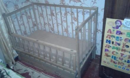 Дитяче дерев'яне ліжечко з шухлядами знизу, гойдається, відкривається передня ча. Бердичев, Житомирская область. фото 2