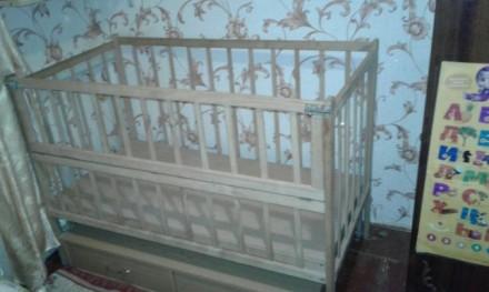 Дитяче дерев'яне ліжечко з шухлядами знизу, гойдається, відкривається передня ча. Бердичев, Житомирская область. фото 3