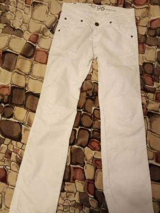 Белые котоновые джинсы , производства Индия для подростка 13-14 лет. Ткань плотн. Бердянск, Запорожская область. фото 2