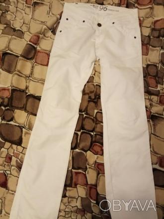 Белые котоновые джинсы , производства Индия для подростка 13-14 лет. Ткань плотн. Бердянск, Запорожская область. фото 1