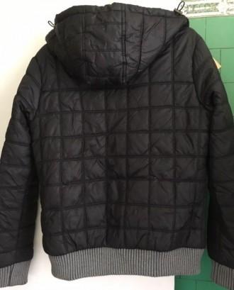 Куртка демисезонная,в очень хорошем состоянии.Теплая. Рост 160-165 см.Длина по с. Киев, Киевская область. фото 3