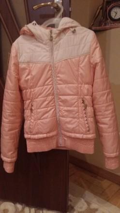 Куртка весняна персикового кольору з капішоном, на замку, стан майже нової.Довжи. Тернополь, Тернопольская область. фото 2