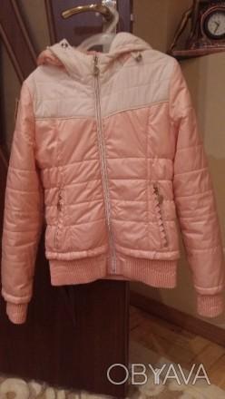 Куртка весняна персикового кольору з капішоном, на замку, стан майже нової.Довжи. Тернополь, Тернопольская область. фото 1
