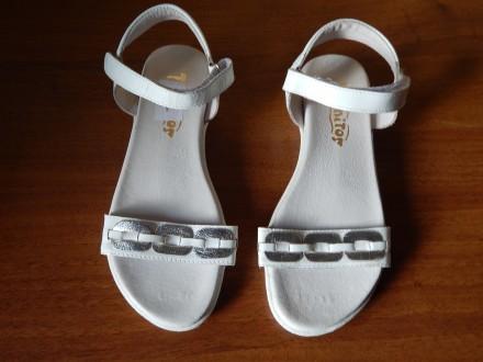 Новые кожаные босоножки Tiranitos для девочек, 34-й размер, кожа. Чернигов. фото 1