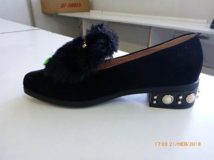 Туфли меховушки с декором серого цвета,лакированные, на каблуке с отличным декор. Львов. фото 1