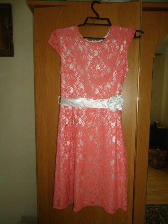 Очень красивое платье для девочки на рост 146 в отличном состоянии. Яворов. фото 1