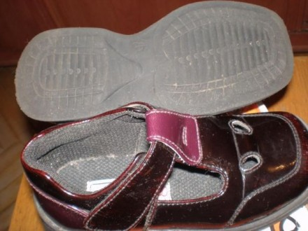 Кожаные черные лакированные ботиночки. Размер 25. Внутри кожа. И туфельки лакиро. Чернигов, Черниговская область. фото 4