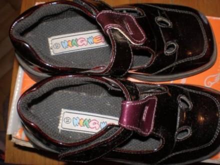 Кожаные черные лакированные ботиночки. Размер 25. Внутри кожа. И туфельки лакиро. Чернигов, Черниговская область. фото 3