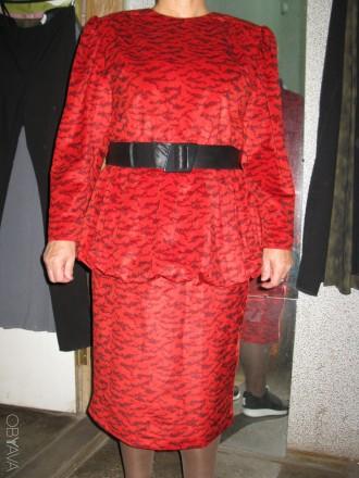 прекрасна червона сукня, оригінальної форми. Черкассы, Черкасская область. фото 1