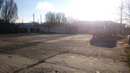 Стоянка грузовых и легковых автомобилей. Лозовая. фото 1