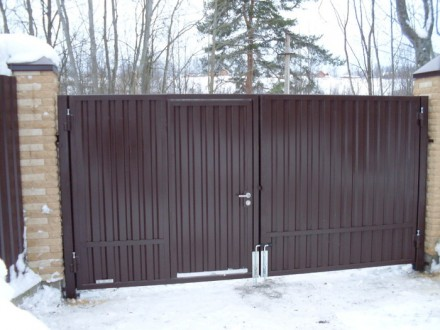 Въездные ворота с калиткой. Кривой Рог. фото 1