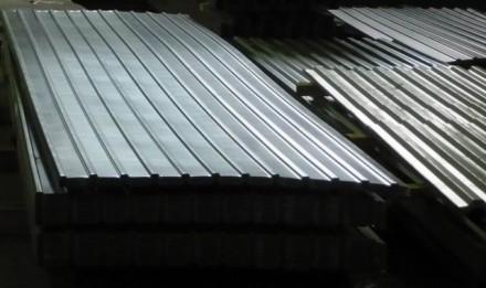 Профнастил используют при строительстве заборов, стен и кровли цехов, складов, т. Киев, Киевская область. фото 3