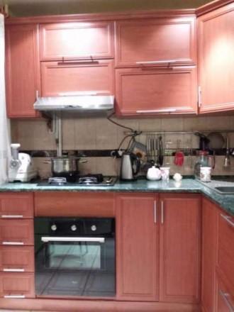Встроенная кухня, стеклопакеты, паркет, ковролин, плитка в коридоре и кухне, в в. Киев, Киевская область. фото 6