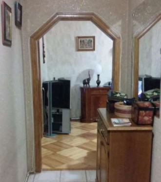 Встроенная кухня, стеклопакеты, паркет, ковролин, плитка в коридоре и кухне, в в. Киев, Киевская область. фото 5