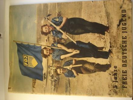 Журнал-книга про молодежь ГДР, формат А3, 32 страницы, привезено  с ГДР. Киев. фото 1