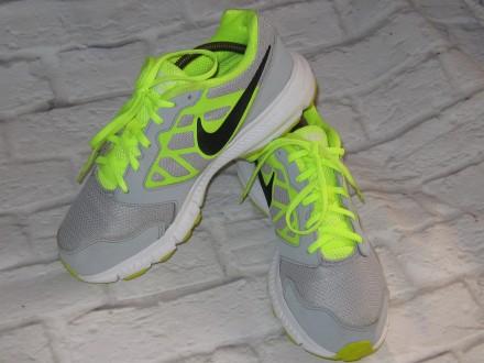 Яркие кроссовки Nike Downshifter 6 (оригинал), размер 38,5 (25 см). Черноморск (Ильичевск). фото 1