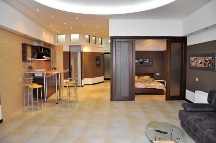 Роскошные трех комнатные апартаменты с прямым панорамным видом на весь одесский. Одесса. фото 1