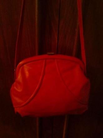 Детская сумочка красного цвета на ремешке для девочки. Есть кошелек.. Ужгород. фото 1