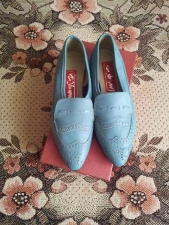 Кожаные туфли для двевочки на низком каблуке, размер 36. Ужгород. фото 1
