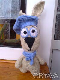 Заяц в беретике с шарфиком ручной работы. Изготовлен из шерстяных ниток, набит х. Чернигов, Черниговская область. фото 4