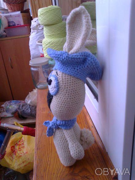 Заяц в беретике с шарфиком ручной работы. Изготовлен из шерстяных ниток, набит х. Чернигов, Черниговская область. фото 1