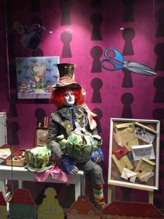 Интерьерная ростовая кукла Шляпник, разработана для витрины магазина Акварель.. Днепр, Днепропетровская область. фото 3