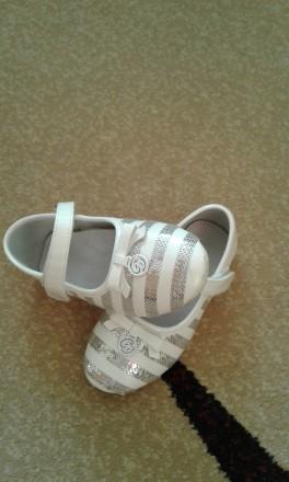Туфлі для дівчинки 28 роз.. Ровно. фото 1