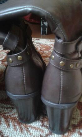 отличные, полностью кожаные добротные демисезонные сапоги,удобная устойчивая кол. Днепр, Днепропетровская область. фото 6