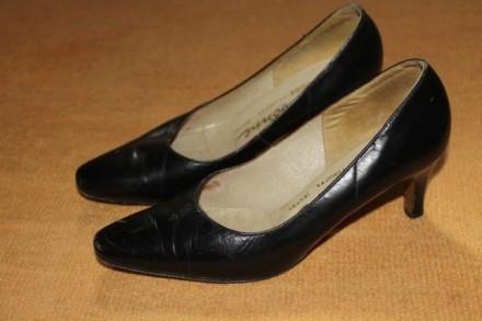 Черные туфли на небольшом каблуке 36 размера. Киев. фото 1