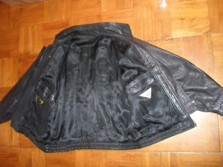 Есть ещё несколько мото-курток / костюмов и брюк . Кожаные и из кожзаменителя в . Киев, Киевская область. фото 6