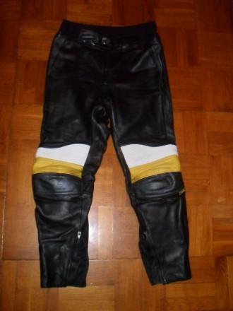 Есть ещё несколько мото-курток / костюмов и брюк . Кожаные и из кожзаменителя в . Киев, Киевская область. фото 3
