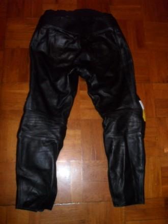 Есть ещё несколько мото-курток / костюмов и брюк . Кожаные и из кожзаменителя в . Киев, Киевская область. фото 9