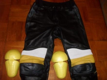 Есть ещё несколько мото-курток / костюмов и брюк . Кожаные и из кожзаменителя в . Киев, Киевская область. фото 12