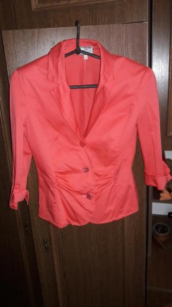Коралловый плотненький пиджак. Полтава. фото 1