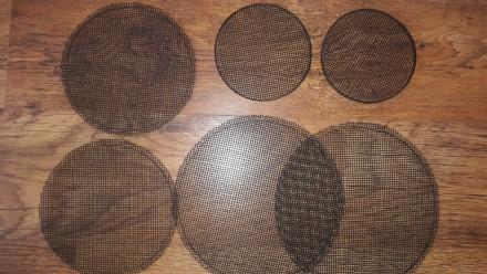 Сетка под любой диаметр динамика вырежу из листового сетчатого металла квадратом. Львов, Львовская область. фото 3