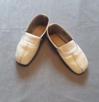 Кожаные детские чешки. 17 см по стельке. В хорошем состоянии (немного сбиты носо. Киев, Киевская область. фото 3