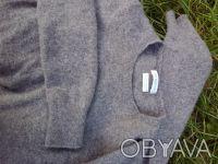 Свитер фирменный BENETTON, классическая модель для базового гардероба на холода.. Чернигов, Черниговская область. фото 3