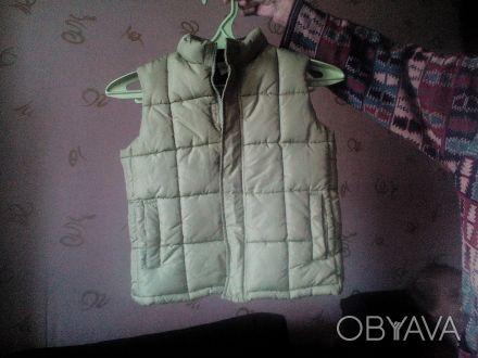 """Очень тепленький жилетик бренда """"CRAZY 8"""" приятного фисташкового цвета. На фото . Одесса, Одесская область. фото 1"""