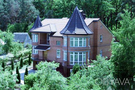 Коттедж расположен на живописном участке 15 соток с выходом в сосновый лес, рядо. Горенка, Киевская область. фото 1