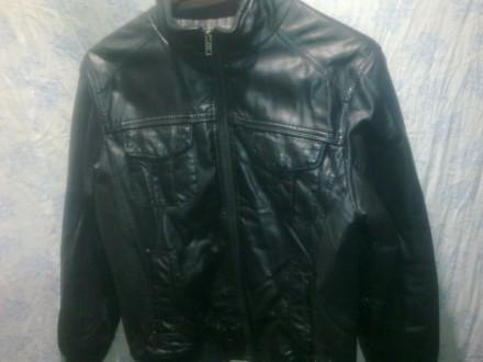 Продам кожаную куртку на мальчишку б/у, черного цвета. Лисичанск. фото 1