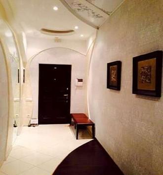 В квартире выполнен дизайнерский евроремонт, остается вся мебель и техника. В до. Калининский, Донецк, Донецкая область. фото 9