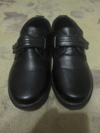 СРОЧНО! Туфли на мальчика на 6-8 лет. Чернигов. фото 1