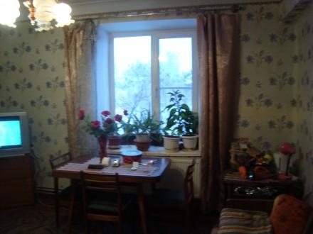 Сталинка, дом кирпичный, 3/4 этаж, площадь 71/48/8, все комнаты раздельные, все . Стаханов, Стаханов, Луганская область. фото 3