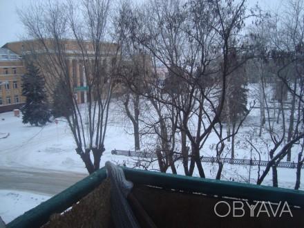 Сталинка, дом кирпичный, 3/4 этаж, площадь 71/48/8, все комнаты раздельные, все . Стаханов, Стаханов, Луганская область. фото 1