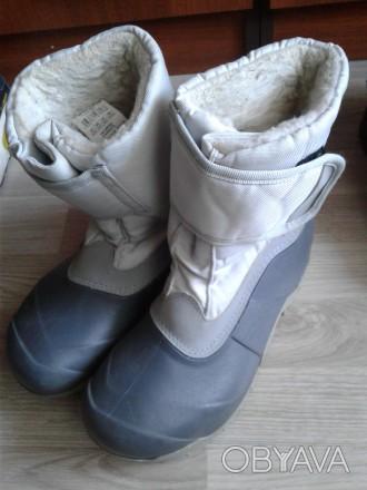 Зимові чобітки для дівчинки дуже міцний низ всередині штучне хутро міцна защіпка. Стрый, Львовская область. фото 1